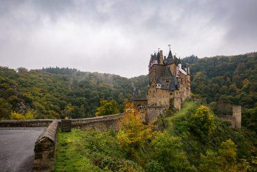 Burg Eltz Wanderweg Straße Rheinland Pfalz Eltzer Wald