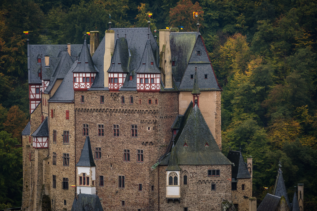 Burg Eltz Wanderweg Türme Rheinland Pfalz Eltzer Wald