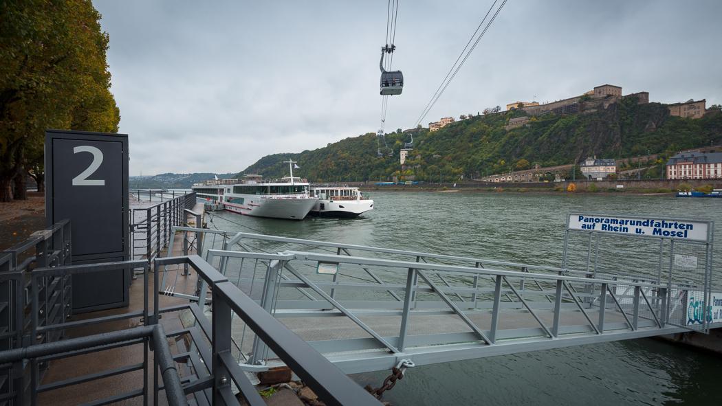 Koblenz Rheinland Pfalz Schiff Rhein Seilbahn Festung Ehrenbreitstein Uferpromenade