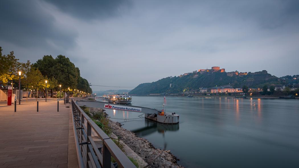 Koblenz Rheinland Pfalz Uferpromenade Festung Ehrenbreitstein Rhein Schloss Philippsburg