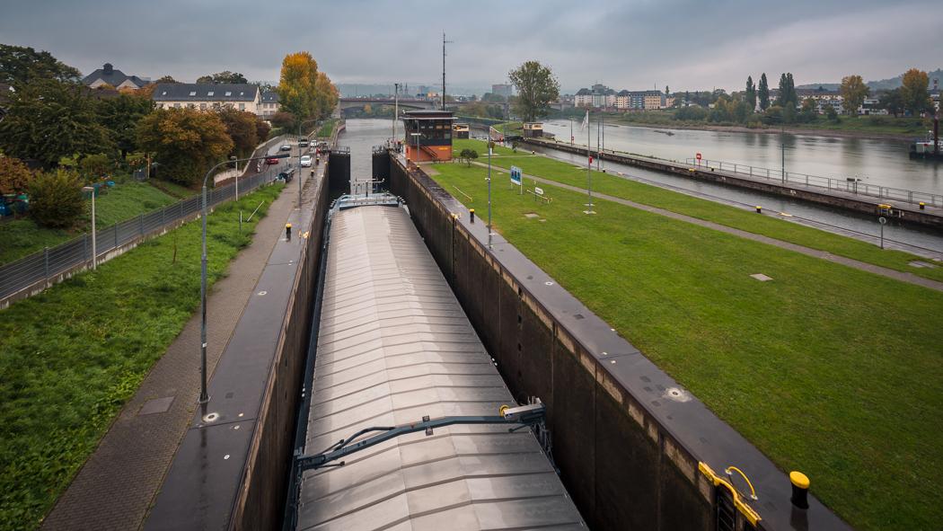 Koblenz Rheinland Pfalz Staustufe Mosel Schiff