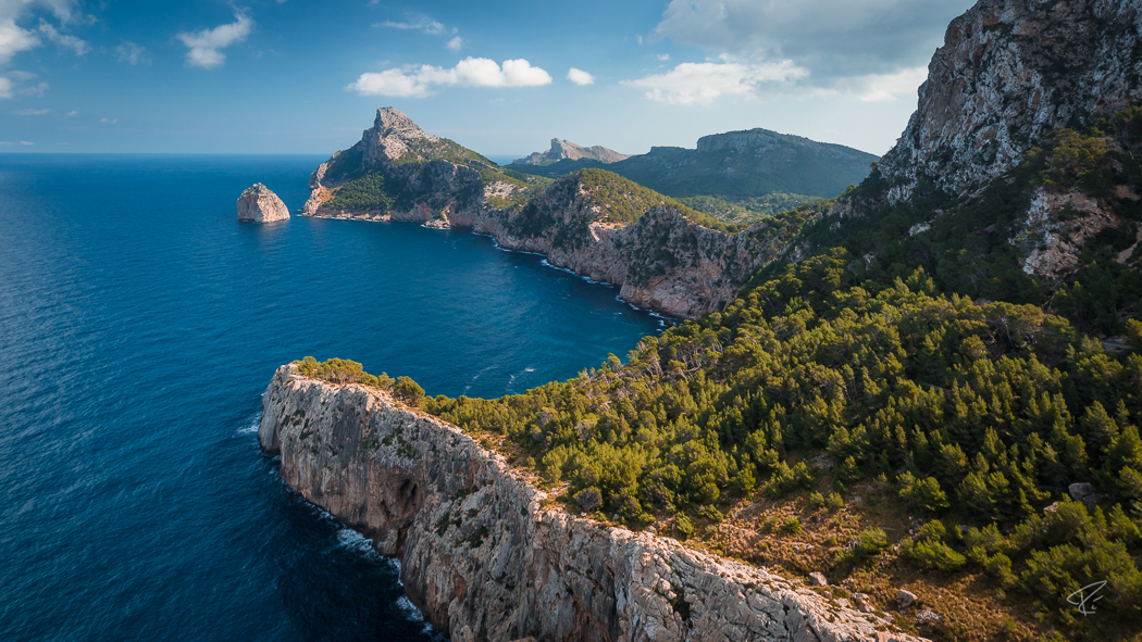 Mallorca Cap Formentor Tramuntana ocean cliffs Spain