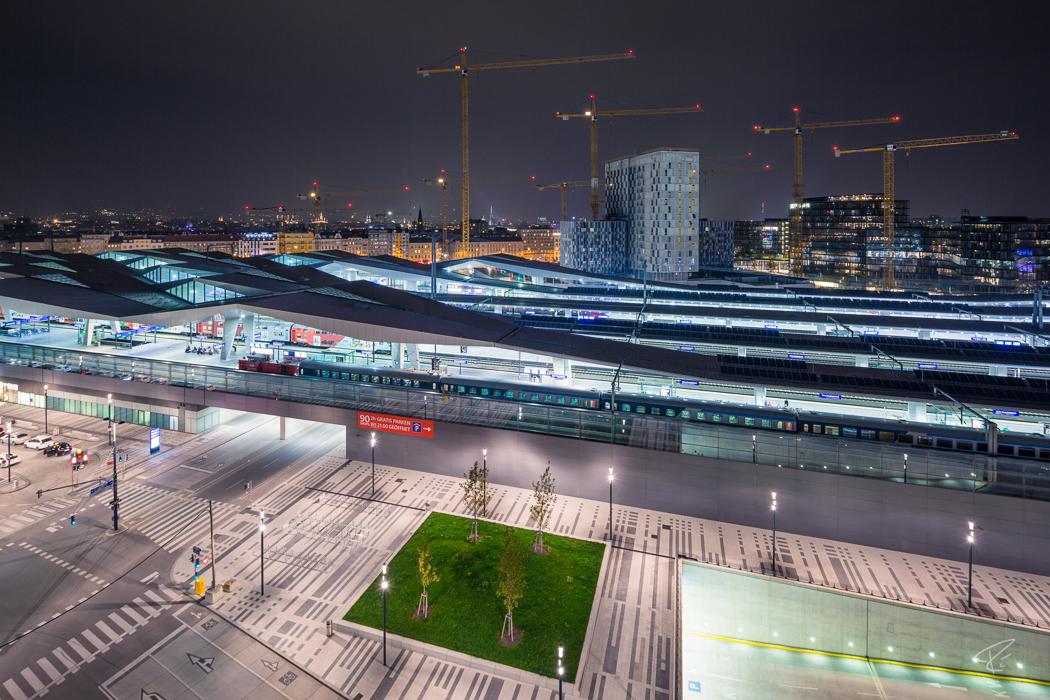 Vienna Hauptbahnhof Night