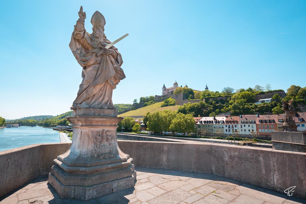 Würzburg Bayern Alte Mainbrücke Statue
